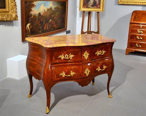 Straordinario cassettone del periodo Luigi XV Roma, metà del XVIII ...